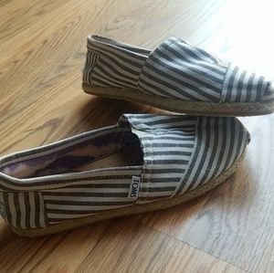 Striped Toms, size 7, great condition!